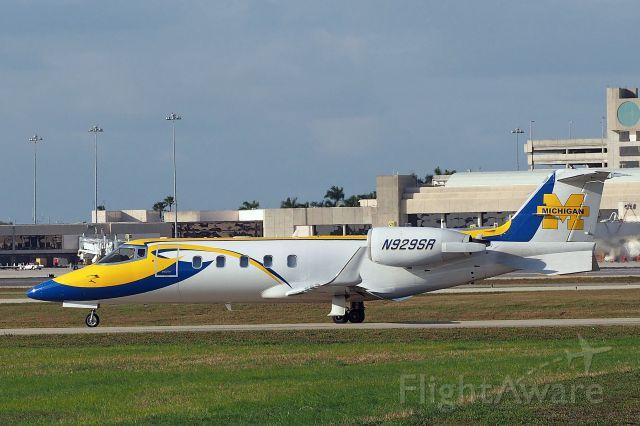 Learjet 35 (N929SR)