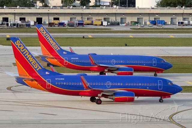 "Boeing 737-700 (N720WN) - ""Taxiway Tango"""