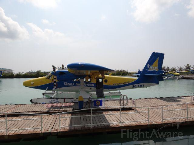 De Havilland Canada Twin Otter (8Q-TMT) - Tankstelle für Wasserflugzeuge