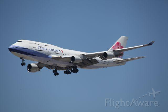 Boeing 747-400 (B-18207) - ON FINAL