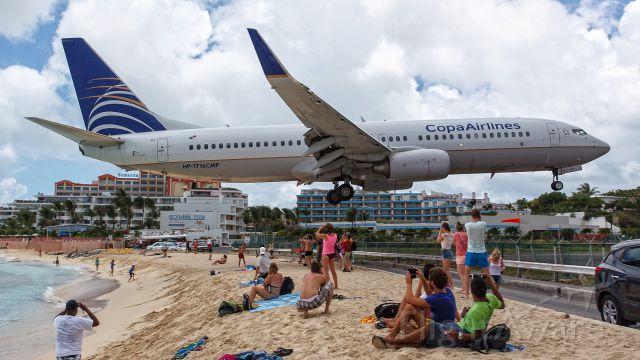 Boeing 737-800 (HP1716CMP) - low landing