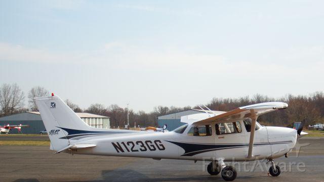 Cessna Skyhawk (N123GG)