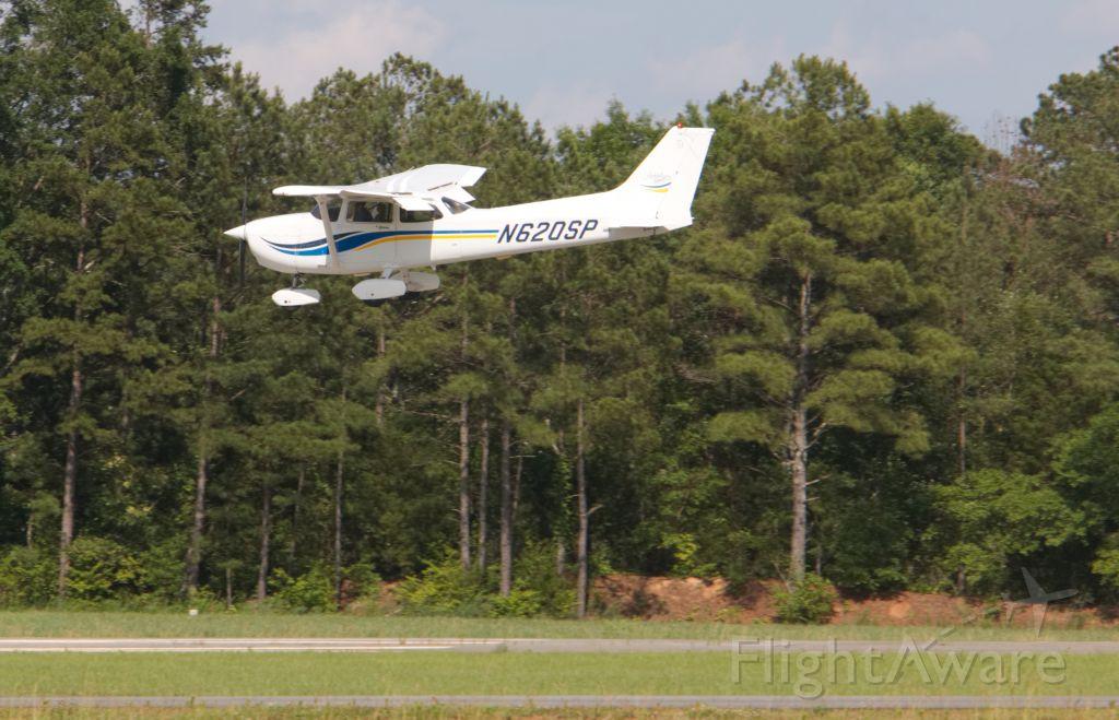 Cessna Skyhawk (N620SP) - Aircraft on approach to landing.