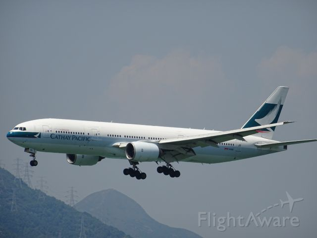 Boeing 777-200 (B-HNL)
