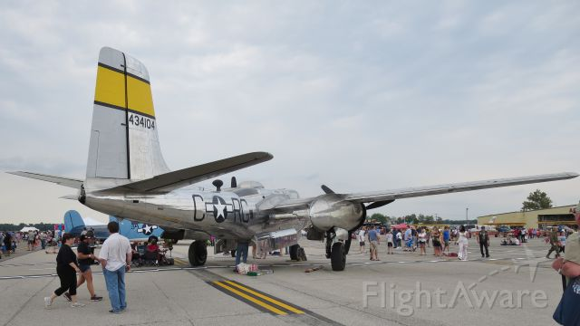 "ON MARK Marksman (N99420) - Douglas A-26B Invader ""Silver Dragon"" @ THUNDER 2015"