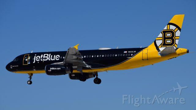 Airbus A320 (N632JB) - 'Bear Force One'