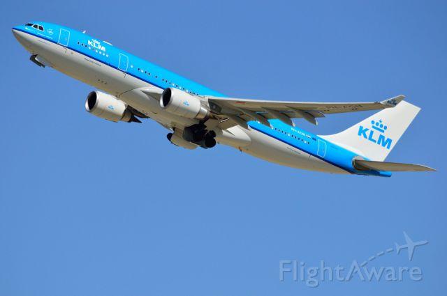 Airbus A330-200 (PH-AON) - KLM - PH-AON - A330-200 - Departing DFW(Dallas,TX USA) - 06/02/2013