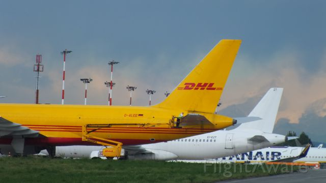 Boeing 757-200 (D-ALEE) - SOMETHING WRONG CAPTAIN?
