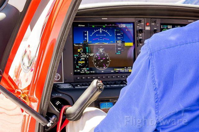 Cirrus SR-22 (N693LD) - US Aircraft Expo @ KAPA 7/13/18