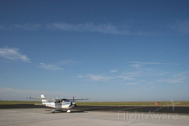 Cessna Skylane (N2478D) - On the ground in Pampa, Texas