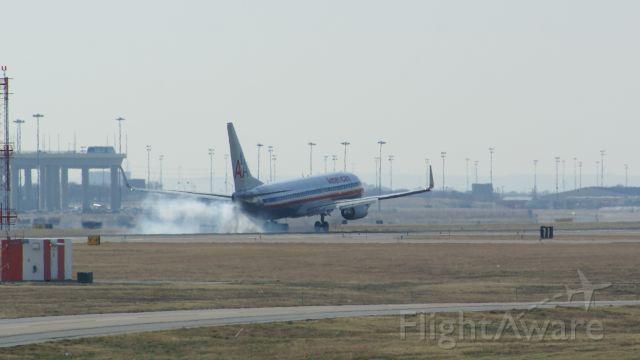 — — - 737 landing at KDFW.