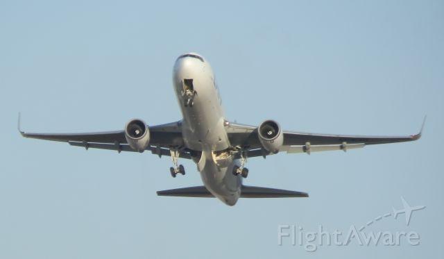 BOEING 767-300 (CC-CXH)