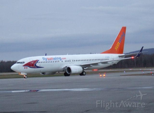 Boeing 737-700 (C-GVVH)