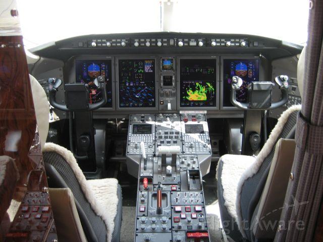 Bombardier Challenger 300 (N300KH)