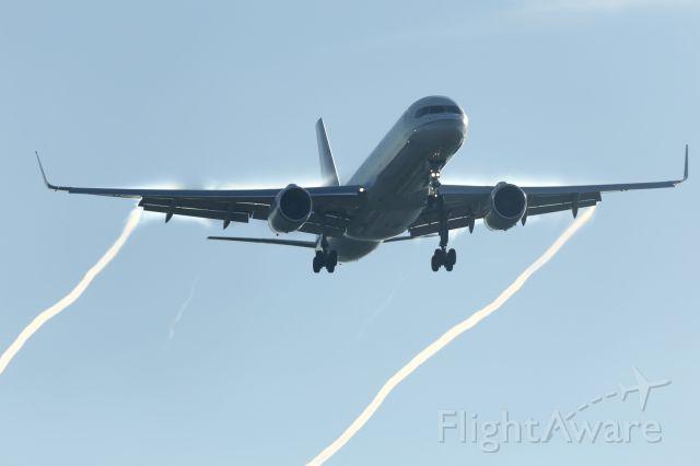 Boeing 757-200 (N14102) - Approaching LHR.
