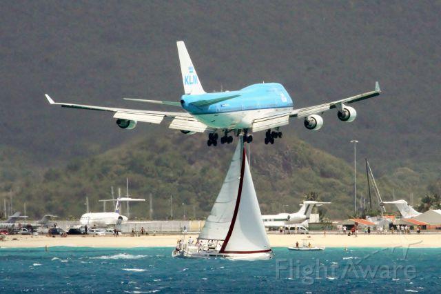 Boeing 747-400 (PH-BFL) - KLM PH-BFL over maho beach at St Maarten.