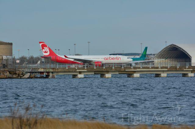 Airbus A330-300 — - Before take of Rwy 13R kjfk