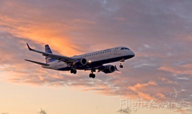 Embraer ERJ-190 (N228JB) - Sunrise arrival