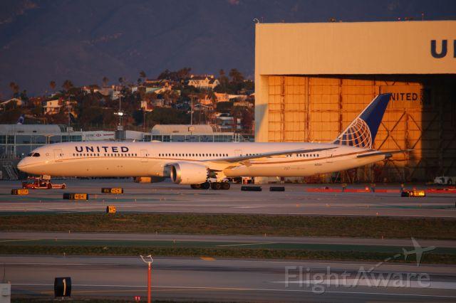 BOEING 787-10 Dreamliner (N12004)