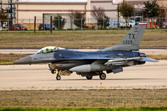 Lockheed F-16 Fighting Falcon —