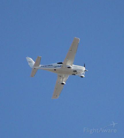 Cirrus SR-22 (N220RH) - After take off RWY 18 Joplin, MO.