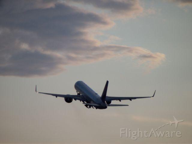 Boeing 757-200 (N641DL) - Departing 26L for DTW.