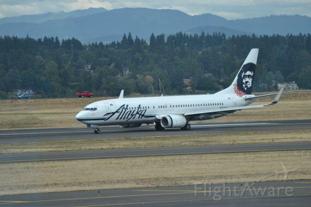 Boeing 737-800 (N534AS) - Landing in KPDX