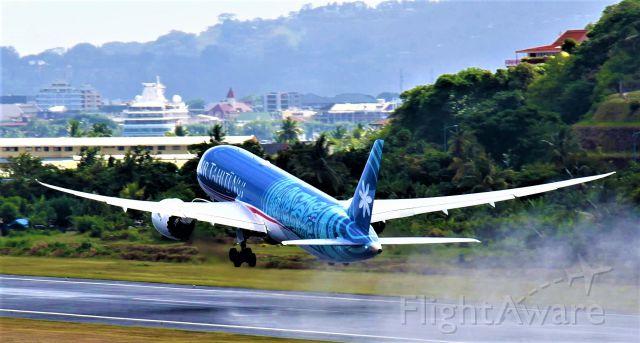 Boeing 787-9 Dreamliner (F-OMUA)