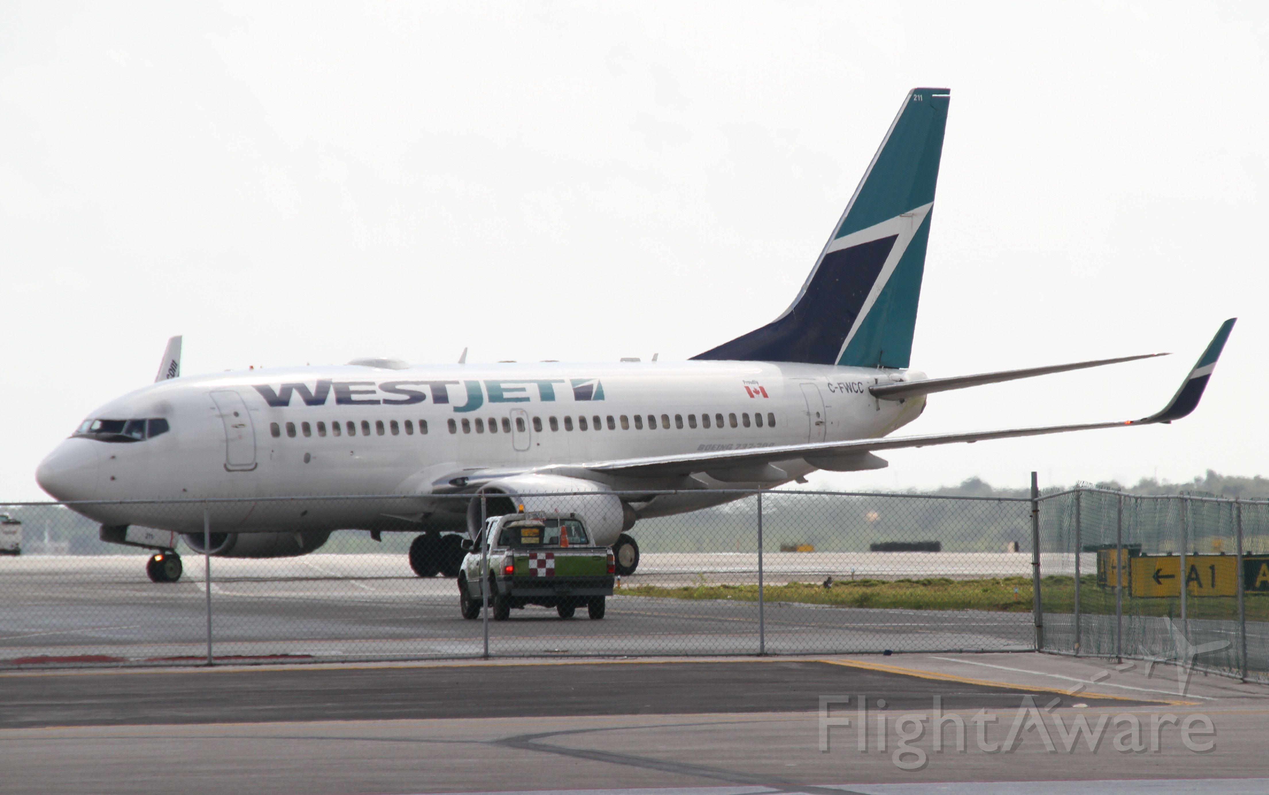 BOEING 737-600 (C-FWCC)