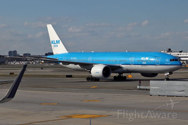 Boeing 777-200 (PH-BQM) - KLM645 after arriving from Amsterdam