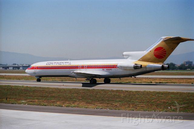 BOEING 727-200 (N560PE) - KSJC - B-727 arriving from Houston - date apprx Summer 1988