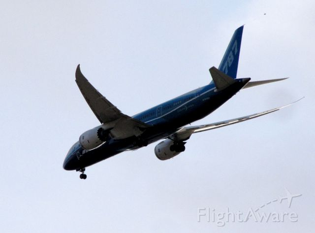 Boeing Dreamliner (Srs.8) (N787BA) - Approach to runway 7