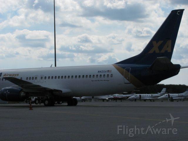 BOEING 737-400 (N42XA) - sitting at gate