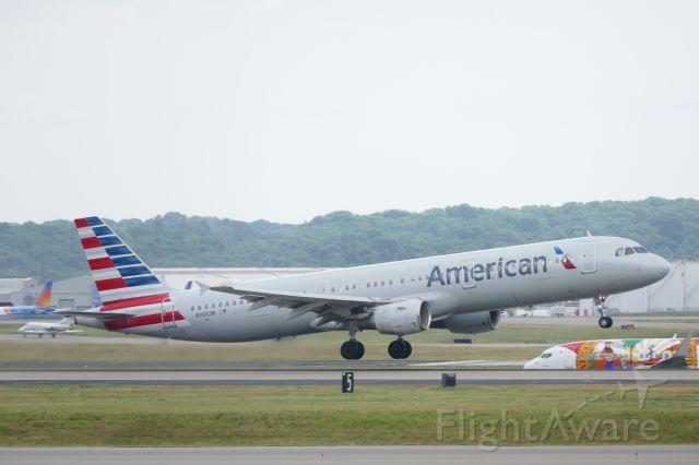 Airbus A321 (N190UW) - Wheels up from runway 20R!