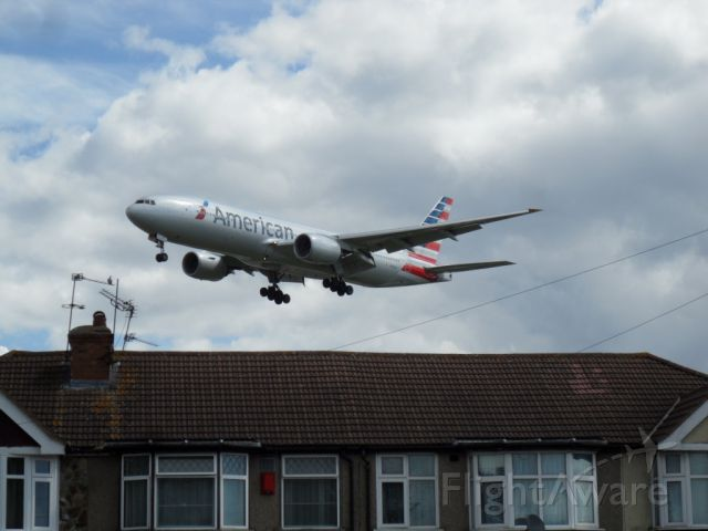 Boeing 777-200 — - no fear ... the 777 from Dallas manages to get over it. <br>Runway 09R/27L at LHR