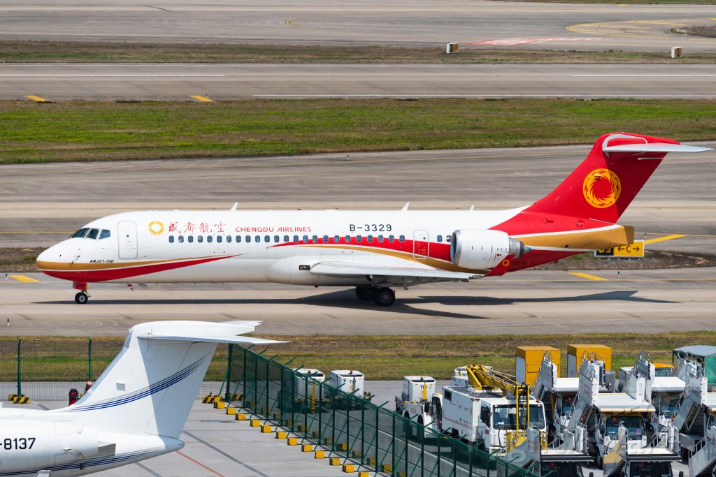 COMAC ARJ-21-700 Xiangfeng (B-3329) - Chengdu airlines ARJ21-700 taxing to departing from ZSSS -19.7.6