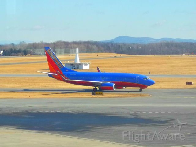 Boeing 737-700 (N209WN) - A Southwest Airlines Boeing 737-7H4 makes an on-time arrival to KALB on February 20, 2012.
