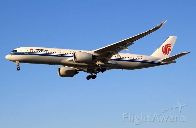 Airbus A350-900 (B-1080)