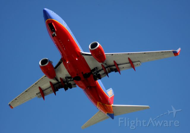 Boeing 737-700 (N274WN) - Between down town San Jose and KSJC, On final to 30L .. Located reg # on, nose wheel door