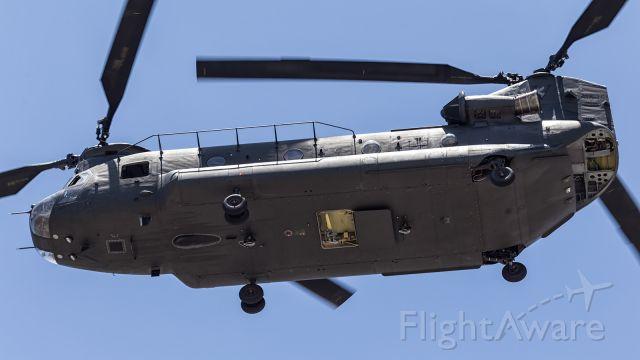 — — - Australian Army CH47D, approaches runway 01 at YBTL.