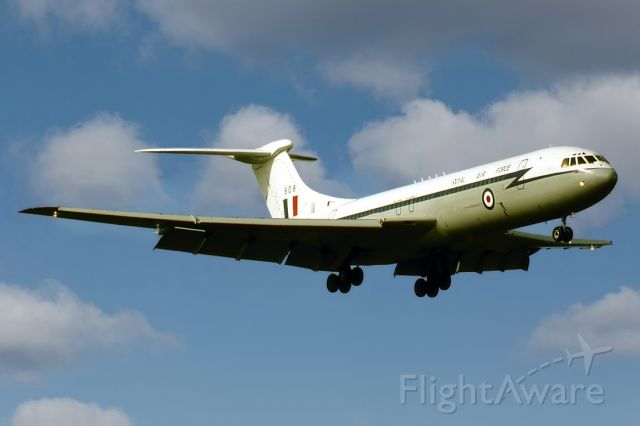 VICKERS VC-10 (CXI808) - UK-AIR FORCE - VICKER VC10 C1K - REG : XR808 / R (CN 828) - EDINBURGH RAAF BASE ADELAIDE SA. AUSTRALIA - YPED (28/9/1981)