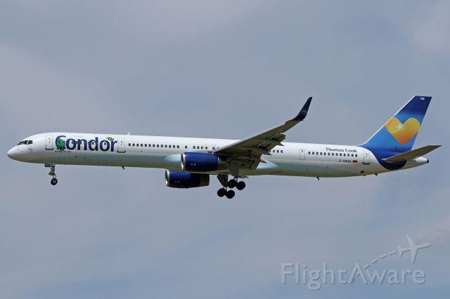 BOEING 757-300 (D-ABOM)