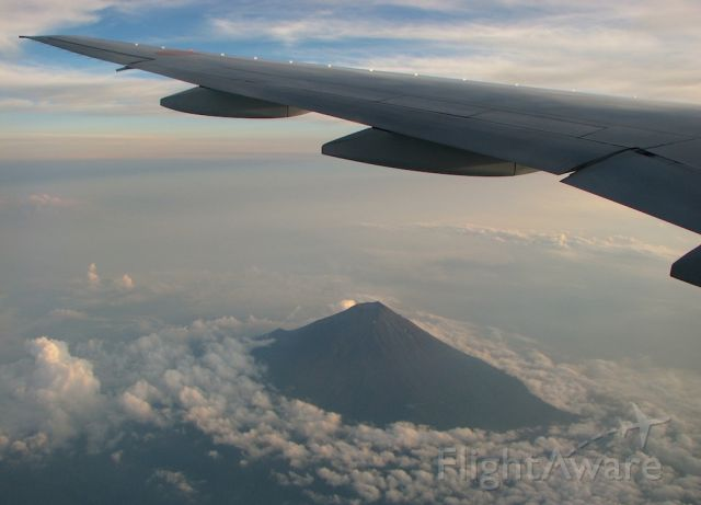 Boeing 777-200 (JA712A) - Beautiful view of Mt. Fuji with clouds during the beginning of sunset with that typical summer heat haze as we were descending towards Haneda coming from Hiroshima.
