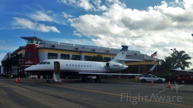 Dassault Falcon 2000 (N888CE)