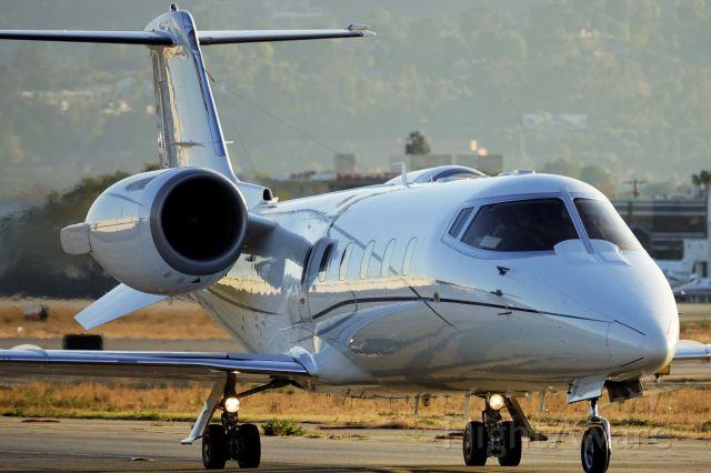 Learjet 60 (N604WC)