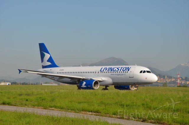 Airbus A320 (EI-ERH) - grassobbio tra la taxiway Bravo e taxiway Alfa