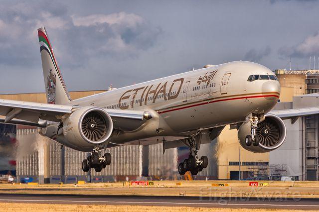 BOEING 777-300 (A6-ETK)