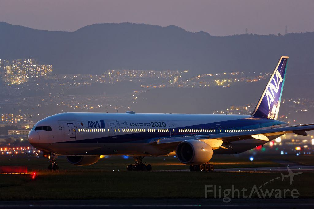 BOEING 777-300 (JA757A)
