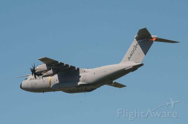 AIRBUS A-400M Atlas (F-WWMS) - Meeting aérien Salon de Provence- Vol de présentation