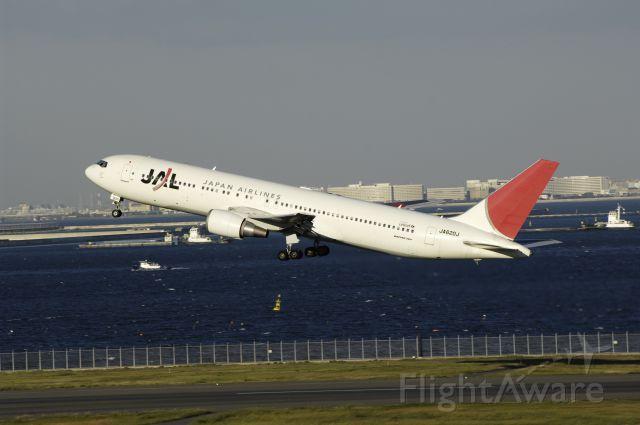 BOEING 767-300 (JA620J) - Departure at Haneda Intl Airport Rwy34R on 2012/10/29